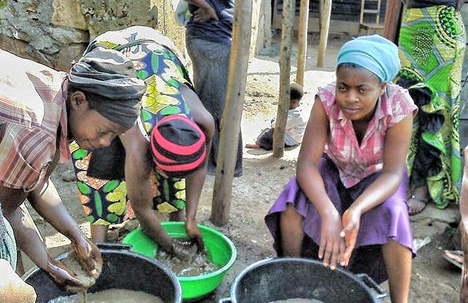 Cleaning Sand in Minova, Democratic Republic Of Congo