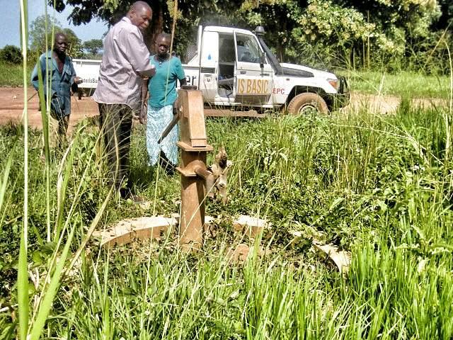 Defunct well in Munze